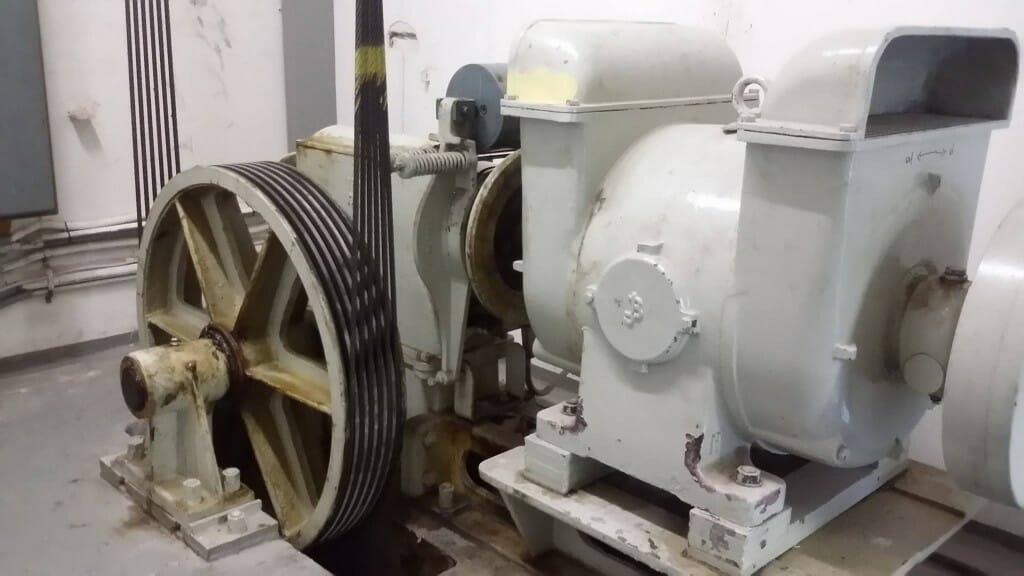 alter aufzugsmotor