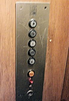 Bedienelement innen am HIRO-Lift 5342 von 1963