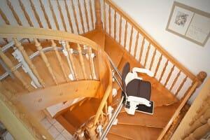 Treppenlift HIRO 160Q an Holztreppe