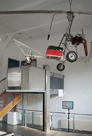 Hebebühne im Hubschraubermuseum