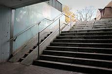 zu steile Rampe an einer Treppe