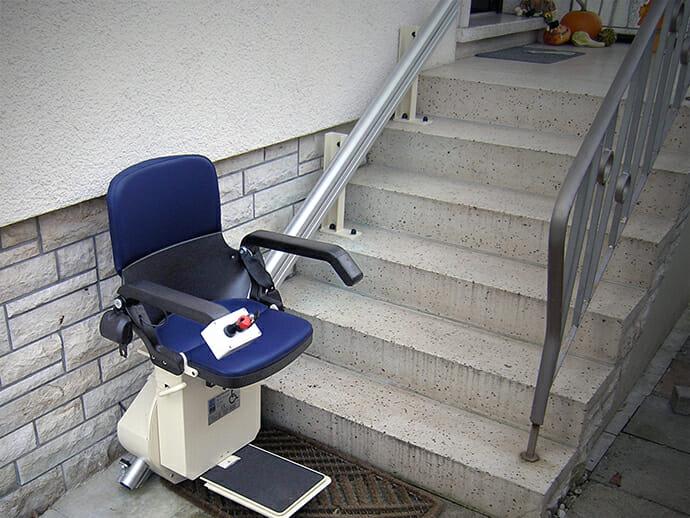 Treppenlift mit gerader Fahrbahn