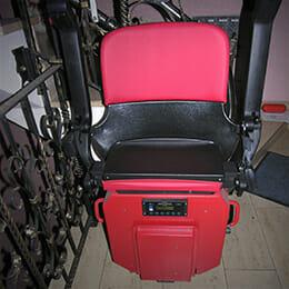 HIRO Treppenlift in rot