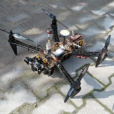Mit Kamera ausgerüsteter Quadrokopter