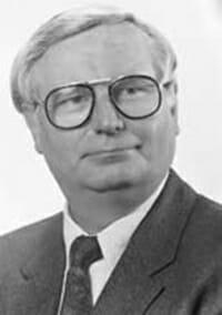 Dr. Hein