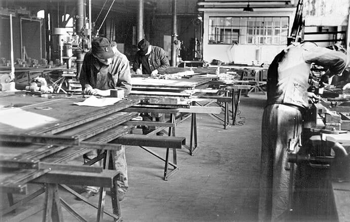 Arbeiter in der Werkhalle