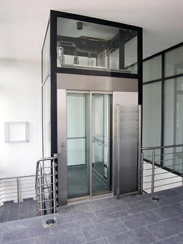 Personenaufzug in einem Bürogebäude