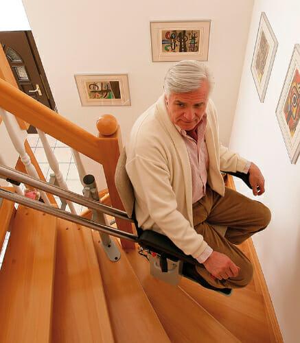 Treppenlift mit kurviger Fahrbahn, Innenanlage
