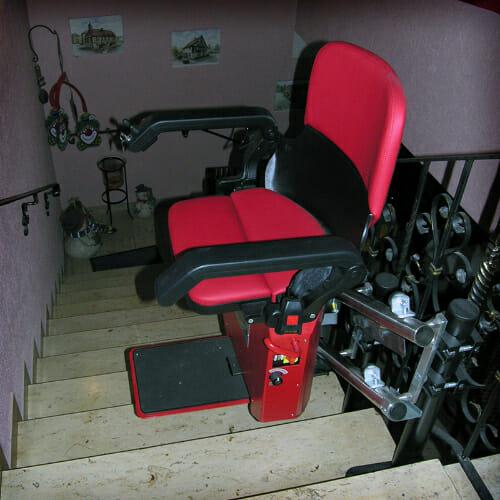 Roter Sitzbezug und rote Stuhlverkleidung