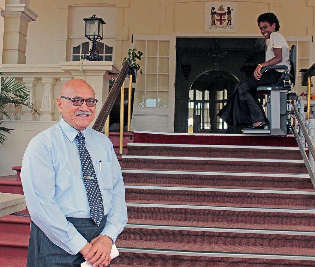 Seine Exzellenz, der Präsidenten der Republik Fidschi, Jioji Konousi Konrote  bei der Inbetriebnahme sowie die erste Benutzerin der Anlage.