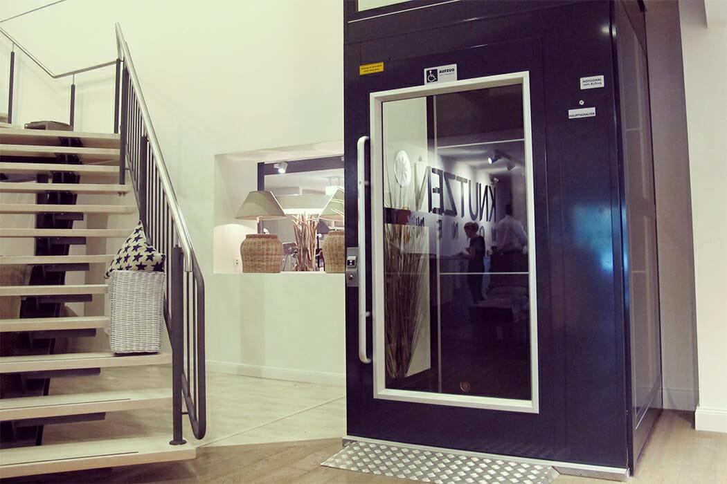 Barrierefreier Aufzug HIRO A4 im Kaufhaus Knutzen
