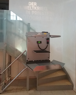 Rollstuhl-Schrägaufzug HIRO 320 im Freilichtmuseum Detmold