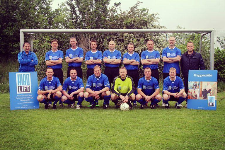 1. Oldies Mannschaft des TSV Ganderkesee in Trikots von HIRO LIFT