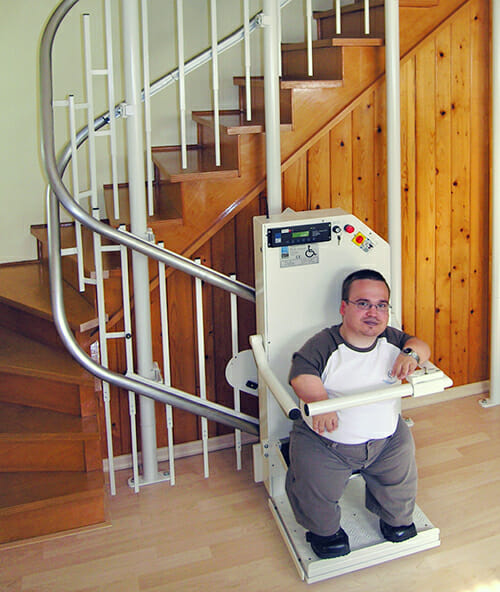 Flexibler Treppen Sitz- und Stehlift