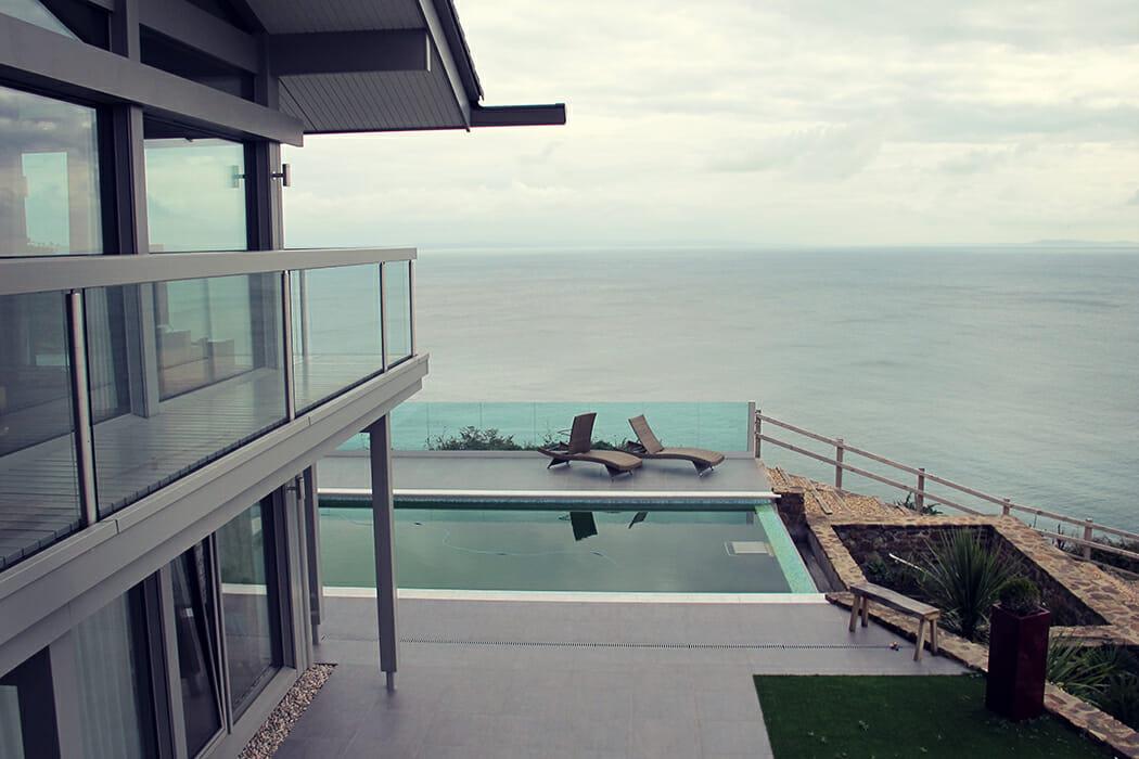 Swimming Pool an einem HUF Haus mit Blick auf das Meer
