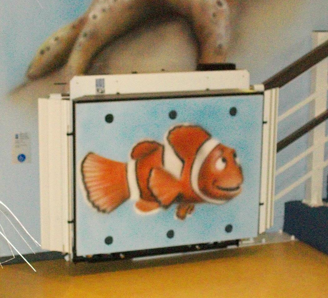 Treppenlift mit großem Clownfisch Bild