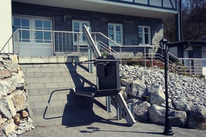 Rollstuhl-Schrägaufzug: Der Treppenlift ohne Treppe