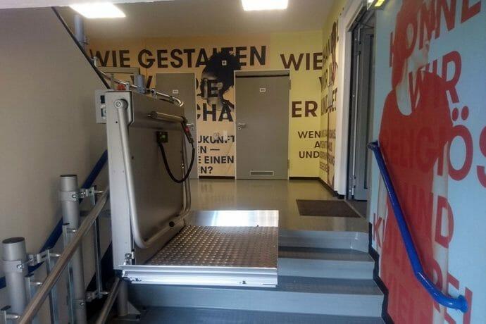 """Plattformlift HIRO 320 im Lernlabor """"Anne Frank. Morgen mehr."""""""